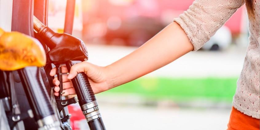 Varejista de combustíveis tem direito a crédito de PIS/COFINS